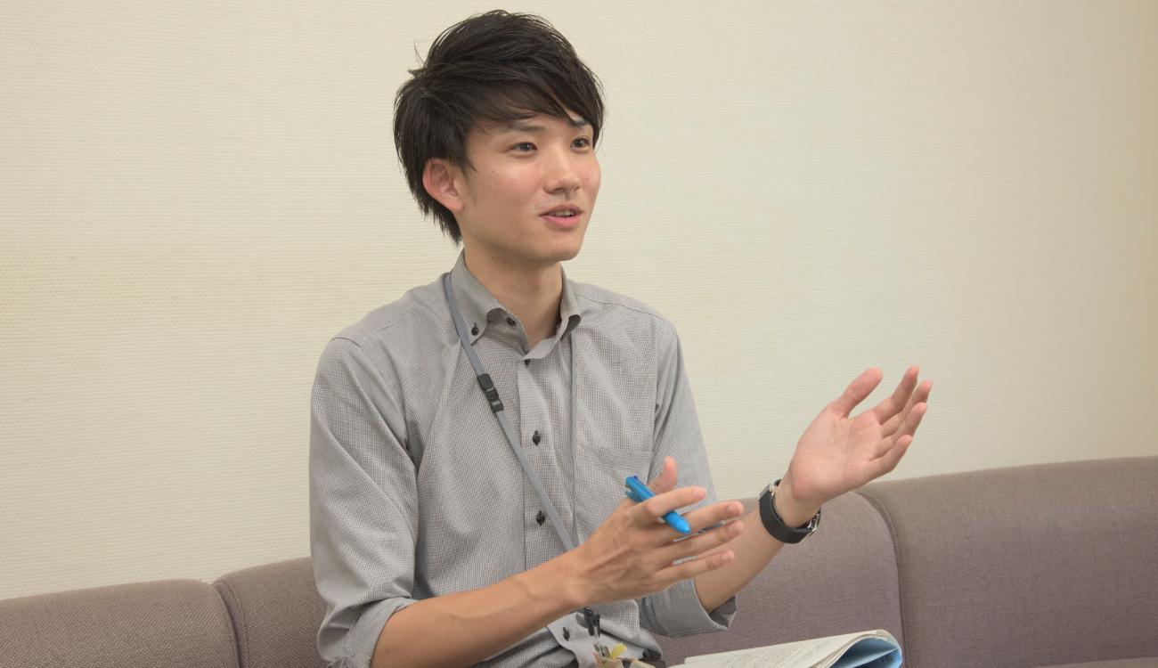 取材に応じてくれた、世田谷区 若者支援担当課主任 御堂誠さん