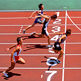 スポーツを習っていない子で 足が速い子供さんはいるのでしょうか。やはり、スポーツを習うと足が速くなるのでしょうか。 昔はスポーツ習い事などなかったですが、足が速いこはいました。 だいぶ習い事と関係しているのか。。 足が速いと誉められるのはなぜですか?