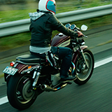 バイク初心者です。重いバイクって扱いづらいんでしょうか? 最近教習で初めてバイク(CB400)に乗ったんですが、あまりにバイクが重くてびっくりしました。  ゼファーに乗ってみたくて教習に通ったのですが、C...
