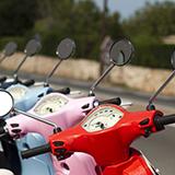 免許証の返納について少しわからない箇所があるのですが、 「大型自動二輪」「普通自動二輪」「大型自動車」「普通自動車」「原動機付自転車」の5区分の免許証を取得している人が、区分別の返納をする事は可能なのでしょうか?例えば、年齢的に大型バイクは危ないから家族から返納を勧められた場合、大型自動二輪免許のみ返納して、普通自動二輪免許は所持し続ける、みたいな事は可能なのでしょうか?