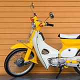 3月にSR400を新車購入するよていです。バイクの新車の納車ってどのくらいでされますか?  あとグリップヒーターはいつつけたほうがいいですか? 購入のタイミングでつけるのがいいと思います が、3月くらいは...