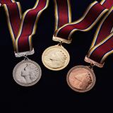 どっちが天才だと思いますか? 5歳の頃から英才教育を受け18歳で金メダル。 25歳から始めて30歳で金メダル。