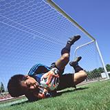 サッカーやってる人が脚を、膝から上を細くするにはどうすればいいでしょうか、 運動しなくなれば細くなりますかね教えてください。