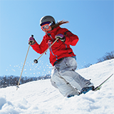スキー、スノーボードが好きな方、魅力を教えて下さい。 私はスキーしか経験が無いのですが、好きになれないまま30代になりました。 もともと下手で苦手な上、中学生の時に体育の授業でスキー場にてインストラクターさんに教えて貰う機会があったのですが、私の下手さにイラついたインストラクターさんにヒステリーを起こされてますます苦手意識が強くなりました。 (一生懸命授業頑張ったんですが…) その後スキ...