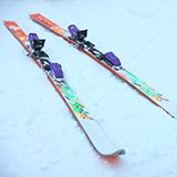 コブ斜面での、いわゆるズルドン滑りですが、やたらと否定的な方がいますが、なぜでしょうか。 コブが全く滑れない中高年スキーヤーにコブを体験させるには安全なズルズルドンが良いのではないでしょうか。  ご意見ください。
