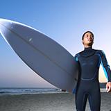 サーフィンのルールについて質問させてください。 セットが数本入ってきて、一本目に手を出して乗りミスり、立て続けに次の波に手を出すのはルール違反ではないのですか?