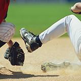 プロ野球選手の年俸について。 よくテレビでプロ野球選手の年俸更改を目にしますが、来季の結果の有無やケガに関わらず、契約した年俸分はもらえるのでしょうか? 何か特約でケガしたら減俸とかあるのですか?