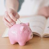 専門学校や大学などの学費を奨学金を借りずに親が一括で払える 家庭はどのくらいの世帯収入なのでしょうか?  例えですが、 4人家族で 子供は2人 ペット2匹 一戸建て
