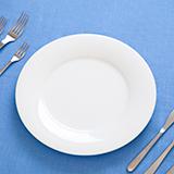 """""""食事マナー""""についてです。 私の父は元々マナーに厳しく、食事や公の場のマナーについて小さい頃から言われてきました。  その事あってか、学校で友達が昼食を食べる際咀嚼音がしたり、食べ物に箸を刺したり、そ..."""