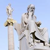 倫理学は宗教に似ていると思います。 倫理→常識→主観の集合体→経験の集合体  人生が違えば、人それぞれの倫理が変わるのは当たり前(偏りは生まれる)。自分の倫理に反する人を非難するのは宗教戦争の構図に似ていると思いました。  つまり、倫理はあやふやもので、簡単に言うと「常識」に過ぎない。倫理を美化すると、過ちを繰り返す種になりませんか?