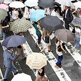 雨降ってる時でも静電気って発生するのですか? 先日、車乗ろうとしてドア触ったら静電気がきて雨は本降りでした。