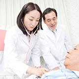 日本脳炎の予防接種でADEMを発症した場合の症状に、手足の震えはありますか。  7歳の子が、4日(水)に日本脳炎の予防接種をして、一分ほどしたら左腕の内部(見ても分からない)が震えてきました。 指先もです...