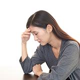前にもらった精神安定剤を飲むか迷っています。 うつ病がまた再発したみたいで薬を飲むか迷っています。一ヶ月後に病院に行くのですがそれまで耐えるのが苦痛でたまりません。ですが、薬は1週間分しかなくて1週間切った後また症状が重くなったら嫌だなと思っています。 飲まない方が良いでしょうか?