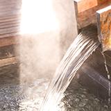 温泉は湧き出てるものを指しますか? 単なる大浴場は温泉といいませんか?