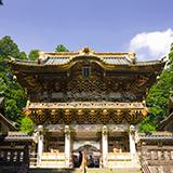 <至急>5月19日(土)に京都・嵐山に3歳、1歳(まだ歩けません)の子どもを連れて行きます。トロッコ列車に乗り、その後散策予定ですが、ベビーカーを持っていくか、だっこで頑張るか迷っています。 家族4...