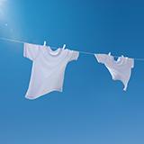 洗濯 漂白剤  白い服を塩素系漂白剤に長時間つけていたら、黄ばんでしまいました↓  これってもとに戻りますか?  また、黄色くなる理由はなんですか?