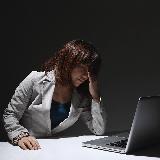 会社の喋る人について 仕事中によく雑談をする人がいるのですが、 それに付き合っているとこちらの仕事の手が止まるし、正直、うるさいです。 職場の人なので、無視するわけにもいかず どう対応するのが良いでしょうか?