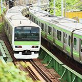 電車の放送案内で関東では○番線に電車がまいります。 ですが,関西に行くと○番乗り場に電車がまいりますですよね? どの地方で「番線」から「乗り場」に変更になるのでしょうか? 私は関東在住なので違和感があり...