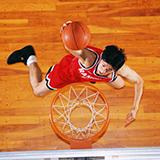 バスケ部に高校で初めて入るのですが、初心者が覚えておくべき技やルールはありますか?