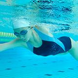 学校名を入れて水泳部でシリコンキャップを作りたいと考えているのですが、どうすれば作れるのでしょうか?