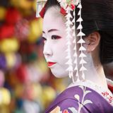 日本の伝統文化は世界と比べると多いですか? 日本の伝統文化は「武道」「芸能・技能」「食」「楽器」「観光」「製造」「衣服」それぞれに分けられて様々あり、また、季節によって「行事」の伝統文化があります。 単純に調べて沢山あるように感じました。これらは世界と比べると多い方なのかなと思ったのですが、急遽教えて頂いたら幸いです。