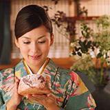 茶道に関する質問です。 お茶会に行った時に待合などに、その席で使ったお道具(お茶碗や棗、茶杓、掛け軸、お花など)が一覧になった表があったと思うのですが、その表自体の名前はなんでしょうか?普通にお道具表でしたっけ?