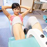 トランポリンは毎日跳ぶと背中の筋肉痛にはならなくなりますか? 上記のように、運動不足な人がある運動をして筋肉痛になった場合、その運動をしても筋肉痛にならないようになる為にはどれくらいの期間繰り返すとよいのでしょうか? どの運動も最初の筋肉痛でやめずに筋肉をつけたいのですが、筋トレも良いですが、その運動そのものを繰り返すことで筋肉をつけて、筋肉痛にならない体になれるのかな?と疑問に思いました。