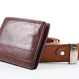 ポールスミスかディーゼルの二つ折り財布が欲しいんですが、札入れが2つ付いているポールスミスか、ディーゼルの二つ折り財布でオススメなのを教えてください(。-_-。)