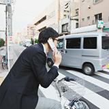 電車とかバスで誰かが電話しているだけでイライラする日本人って短気過ぎませんかね? 電話なんて日本以外のどこの国でも普通にしているのに。