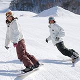 スノーボーダーからみたスキーヤーは何故か悪いイメージ持ってしまうんですが、 スキーヤーから見たスノーボーダーってどんなイメージ持ってるんですか?  やっぱりマナー悪くてイメージ悪いんですかね、