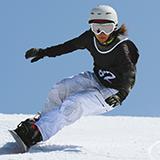 スノーボード 来季(またはその次)の板選びの参考にしたいと思います。 スノーボード歴2年(滑走日数1年目:10日、2年目:20日 程度)で、まだまだ初心ですがバタートリックを中心に練習してスノーボードを楽しんでいます。 来シは少し違う遊び方もしたいなと思い質問します。 フリーラン=地形遊び>カービングなど高速域でのトリック(最近流行りのラントリ)の優先順位で乗るような板を教えてください。 もっとバター練習しろ!っていうのもわかりますが、そこは趣味ですので、、、 ちなみに現在乗っている板は、YONEX GROWENT 147です(来シも乗ります)。 硬すぎず、軽く、ツインチップの板だといいです。 予算は税込みで7万です(できれば6万、、、)。 (男、162cm、55kg) 1本だけでなく、たくさんおすすめを紹介してもらえると嬉しいです。 特徴とかも一緒に乗せてくれると嬉しいです。