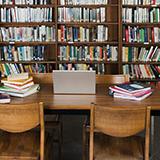 平日の図書館って人ほとんどいない?