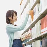 平日に3日間続けて同じ図書館に行くと 図書館の人にヤバイ奴だと思われますか? ホームレス?無職? みたいな感じで  自分は実際無職でネットで稼いでます 5つの図書館をローテーションしてます