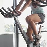 停滞期の間は何をすればいいのでしょうか?  ダイエット前より体の5%分の体重が落ちて、最近体重が増えたり減ったりと なかなか下向きにはなりません; 色々調べたら、これは停滞期だという事が分かりました。...