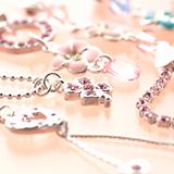ティファニーのバイザヤード ネックレスの1粒ダイヤモンドは、何カラットあれば末永く使えますか? とても惚れ込んだデザインで、60歳になっても使いたいです! 現在30代、自分へのプレゼントです。 回答よろしくお願い致します。