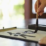 デコ電について。  アクリル絵の具で下絵を描いた上に直接デコると ストーン取れやすいですか?  ボンドはセメダインスーパーXクリアです。