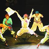 現在、東京宝塚劇場での雪組 望海風斗さんのNOW!ZOOM ME!! のバブリーの場面でオレンジ色の襟のスーツを着ている男役さんはどなたか教えていただけますか?