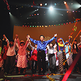 劇団四季の名古屋劇場の座席の質問です。 2月にリトルマーメイドを見に行こうと考えるいます。  座席なのですが  一階、12列の8,9番の席 と 二階、1列の13,12番  どちらも、右側なのですが、 どちらがオススメと...