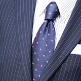 今の時代、スーツにノーネクタイも有りなんですか?アナウンサーとかもたまにノーネクタイですが。