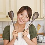キッチンで、キッチンペーパー野菜拭き用と水回り拭き用は分けて使っていますか? 私は野菜を拭くときは日本製の一箱100円のキッチンペーパー、水回りはガシガシ使える3パック150円くらいの安い外国製のキッチンペーパーを使っています。変でしょうか?主婦の方はどうしていますか??できれば一つだけにしたいのですが、どうしても野菜を拭くのは日本製のものじゃないと落ち着かなくて。神経質すぎるでしょうか。 余