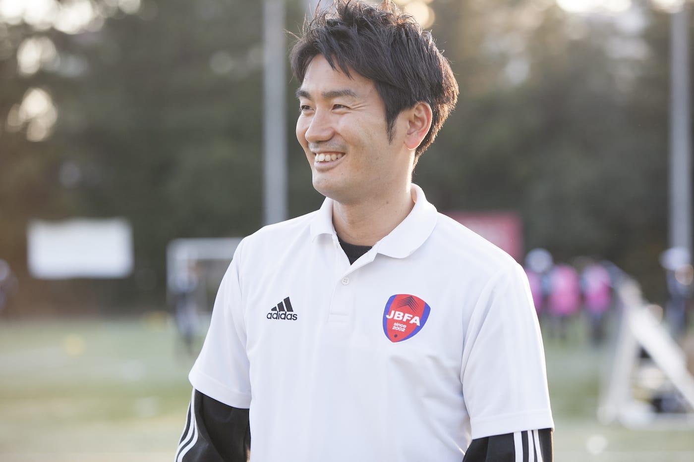 インタビューに応える日本ブラインドサッカー協会の山本事業戦略部長