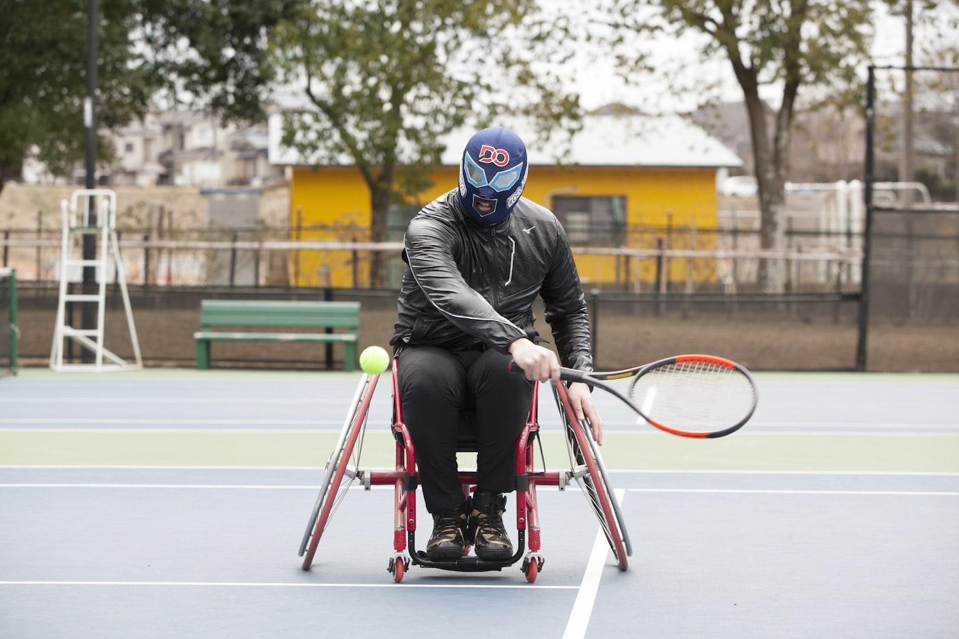 車いすテニスに挑戦するDOマン