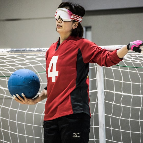 走高跳の練習を行う成田緑夢選手