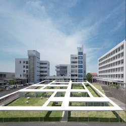愛知産業大学