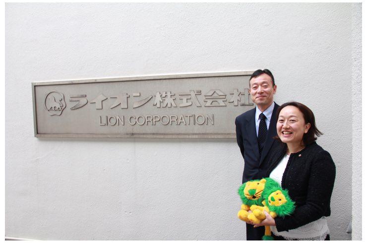 ライオン株式会社東京オフィス前にて保坂氏と南川氏