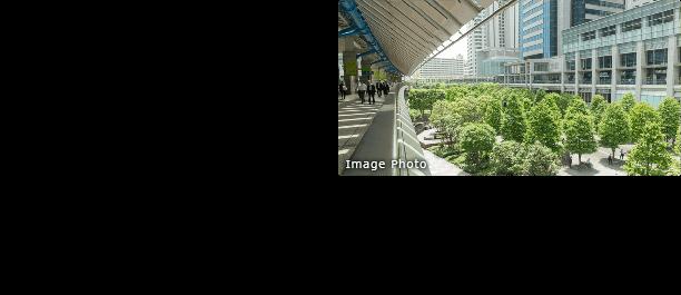 JR山手線の30個目の駅となるのが、品川?田町駅間に計画中の新駅。1971年開業の西日暮里駅以来、およそ半世紀ぶりとなる新駅となります。駅だけでなく、車両基地の跡地約13ヘクタールの再開発用地に新しい街ができる、というのも見逃せないポイントです。 ※東日本旅客鉄道株式会社 2014年6月3日プレスリリース、日本経済新聞2014年7月17日「品川周辺 5000億円 再開発 JR東など、超高層ビル8棟」より。 ※ 再開発・新駅:2020年に新駅の暫定開業、2023年~2024年頃には街びらき予定。(JR東日本ホームページ IR情報(社長インタビュー)2015年5月実施 より)