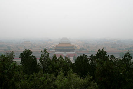 かすむ北京市街