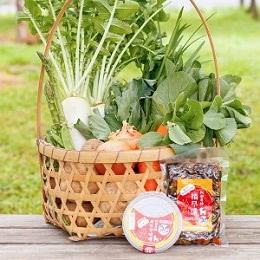 朝採り野菜と無添加の味噌と漬物