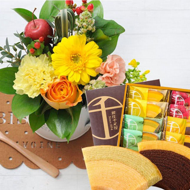 有名ブランドの銘菓とお花のセット