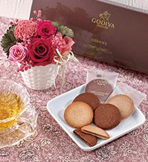 ゴディバ「クッキーアソートメント」とプリザーブドアレンジメントのセット<